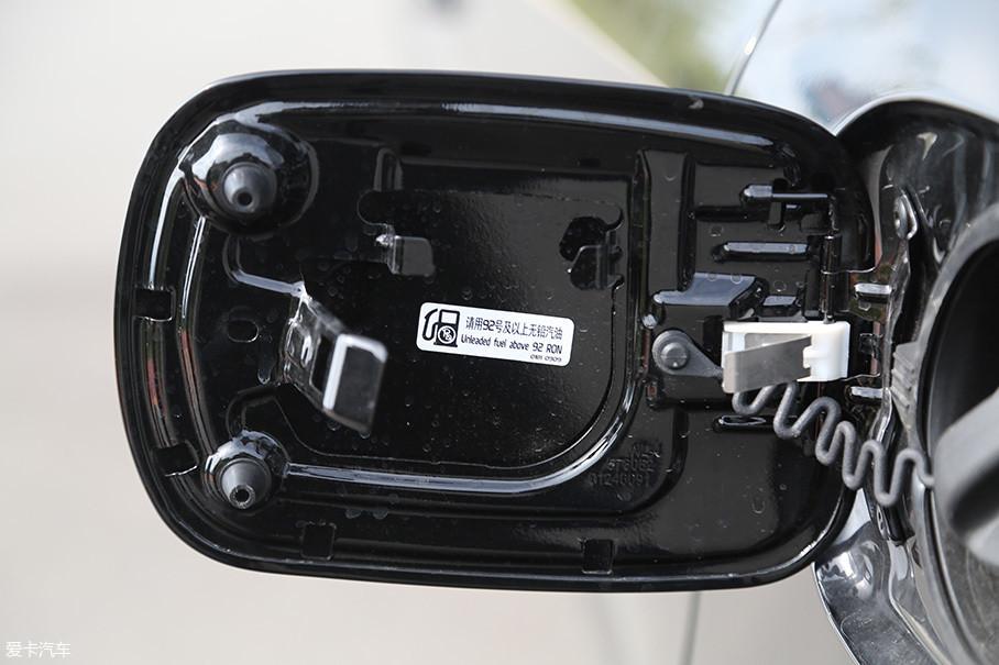 由于压缩比仍为9.5:1,所以对油品的要求并没有改变,92#无铅汽油即可。