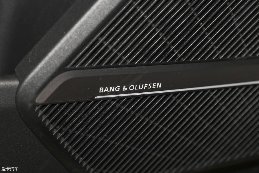 因为车舱内空间更大,这就造成了车载音响声场的不同,所以,奥迪Q5L还单独对音响系统做了针对性调校,保证车内每一处角落音质的完美,这项改动可以说是相当细腻了。