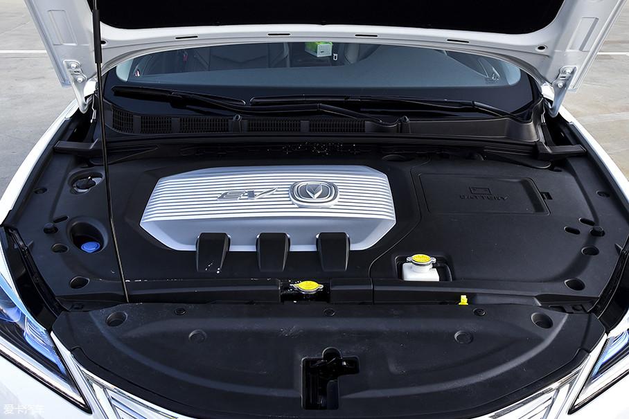 逸动EV460搭载了长安自主研发生产的XTDM10电动机,最大功率为100kW(136Ps),最大扭矩245Nm。