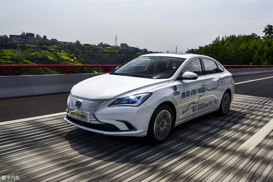 如果不喜欢能量回收给驾驶者所带来的拖拽感,那么显然正常模式+低能量回收模式下的逸动EV460,才是大众所熟悉的那种驾驶感。