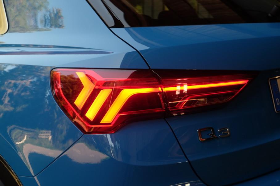 """在夜晚,如果你前面是奥迪车,尤其在它踩刹车的时候,无数颗LED毫无掩饰的会""""晃瞎""""你,至少在这代Q3上不会发生了,它的刹车灯变小了,而且亮度刚刚好。"""