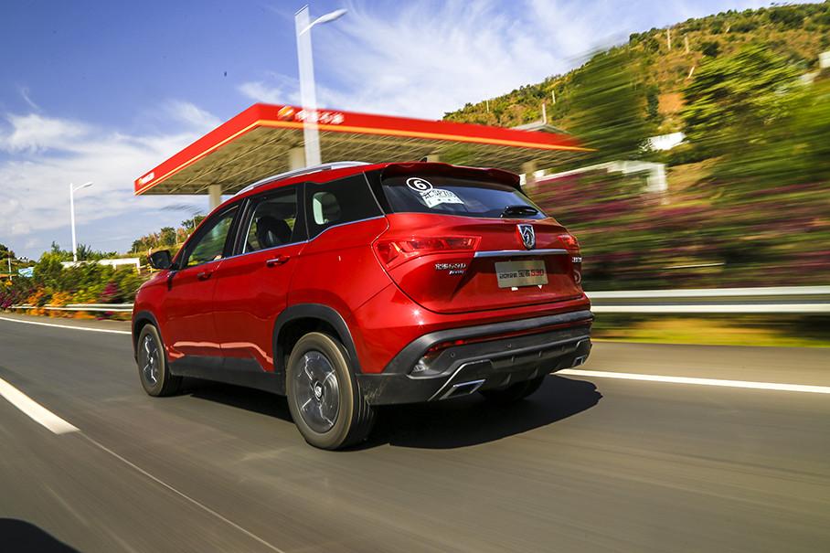 佳通这套Comfort SUV520轮胎对路噪抑制起到了十分显著的作用。相比之下,在高速行驶时会有一定风噪传入车内,不过整体仍能保持一个相对安静的行车氛围。