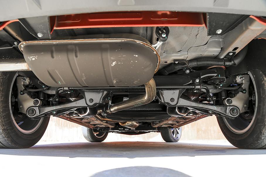 此次试驾的顶配车型与2018款的顶配车型相同,均采用了前麦弗逊+后梯形连杆式的全独立悬挂设计。