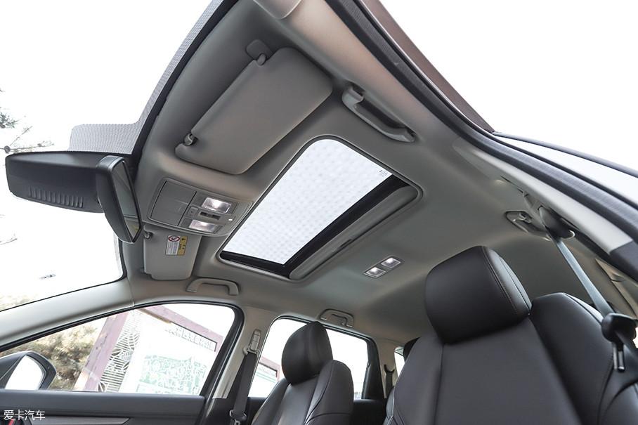 作为顶配车型来说,马自达CX-8仅配备了一块标准尺寸天窗的确是有些说不过去。同级或是同价位车型基本在中高配车型中就配备了全景天窗,希望这一配置能在日后改款中加入。