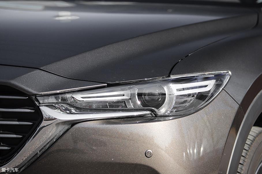 远/近光一体式LED大灯为全系标配,这一点非常厚道,只可惜转向灯依旧为卤素光源。