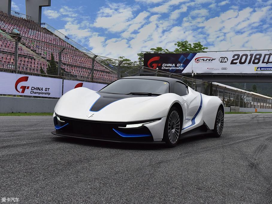 ARCFOX-7拥有4570/2040/1214mm的车身长宽高尺寸,外观设计看起来十分科幻,更像是一台用于展示的概念车,然而它已经是一台真真正正能够跑起来的GT跑车。