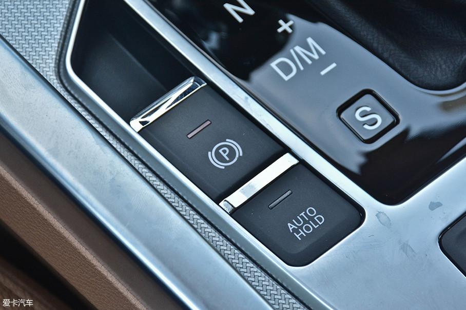 有一点值得称赞的是野马T80 2.0T车型所配备的电子手刹和Auto Hold功能非常好用,启/停反应都很迅速。在重庆这样到处是山路的地方,简直是买车必备。