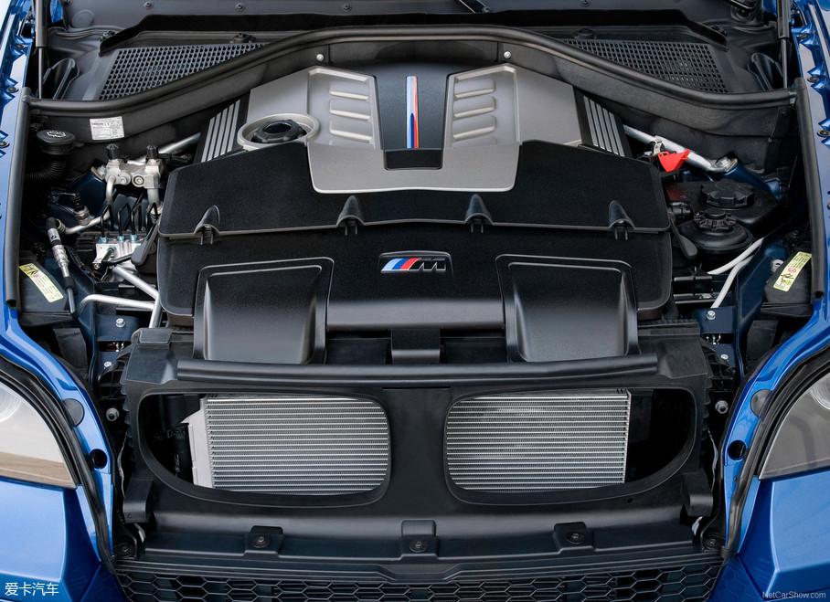 而且,X6是在这代X5的基础上衍生出来,并且在2009年的纽约车展上,宝马还一口气推出了X5M和X6M,足以证明这代车型的成功。