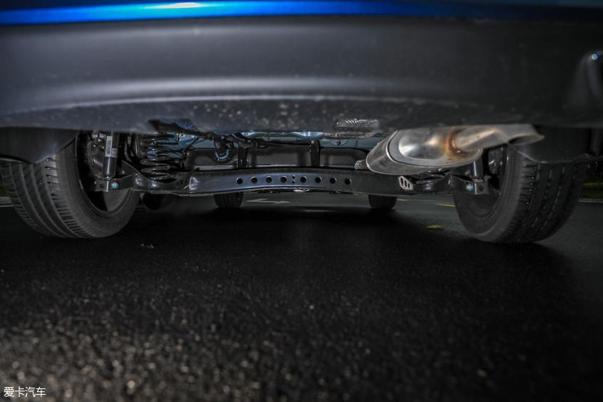 底盘升级驾控更佳 爱卡试驾荣威i6 PLUS