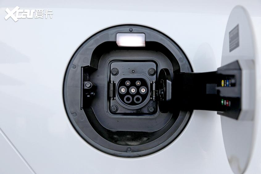 比亚迪汽车2019款唐DM充电口