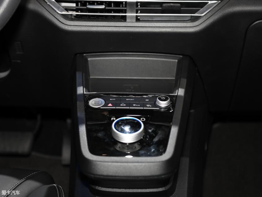 比亚迪汽车2019款比亚迪S2