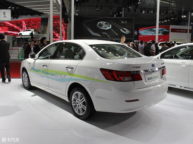 传祺GA5 PHEV的车身尺寸长宽高为4800mm/1819mm/1484mm,轴距为2710mm,在今天推荐的这几款车中,车身尺寸优势明显。