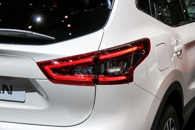 而转向灯与倒车灯仍为卤素设计.