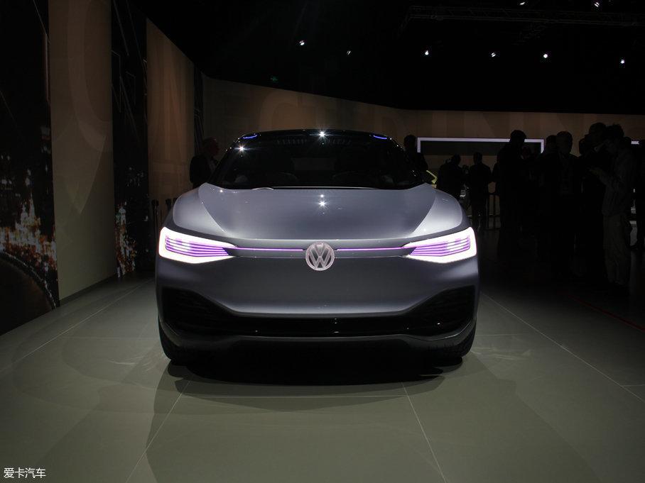 在2017年上海车展上,大众正式发布了旗下首款纯电力驱动的轿跑型SUV—大众I.D.CROZZ。这是继大众I.D.和I.D. BUZZ概念车之后,I.D.系列的第三款车型。