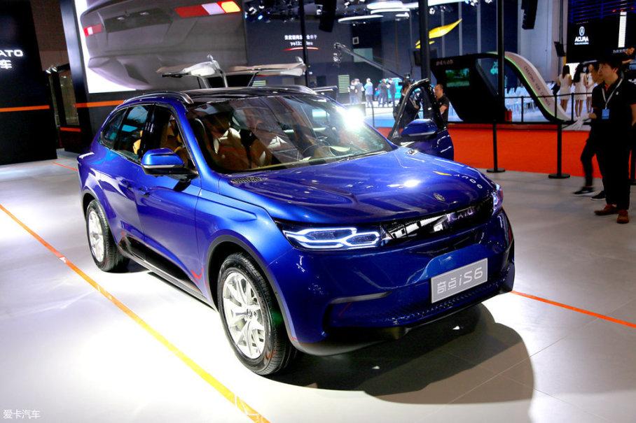 另一家新造车势力奇点在半年多之前就发布了新车iS6,轴距长达2960mm,综合工况续航里程400km,补贴前售价20-30万元。单纯以现有信息来谈性价比,奇点iS6不会比威马EX5弱。