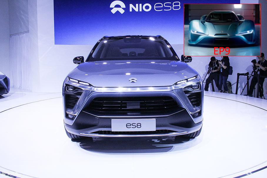 此次上海车展,蔚来汽车迎来大考,首款量产车型ES8初次亮相,预计2017年年底上市面向广大消费者。蔚来汽车能否站稳脚跟,就靠这一击了。