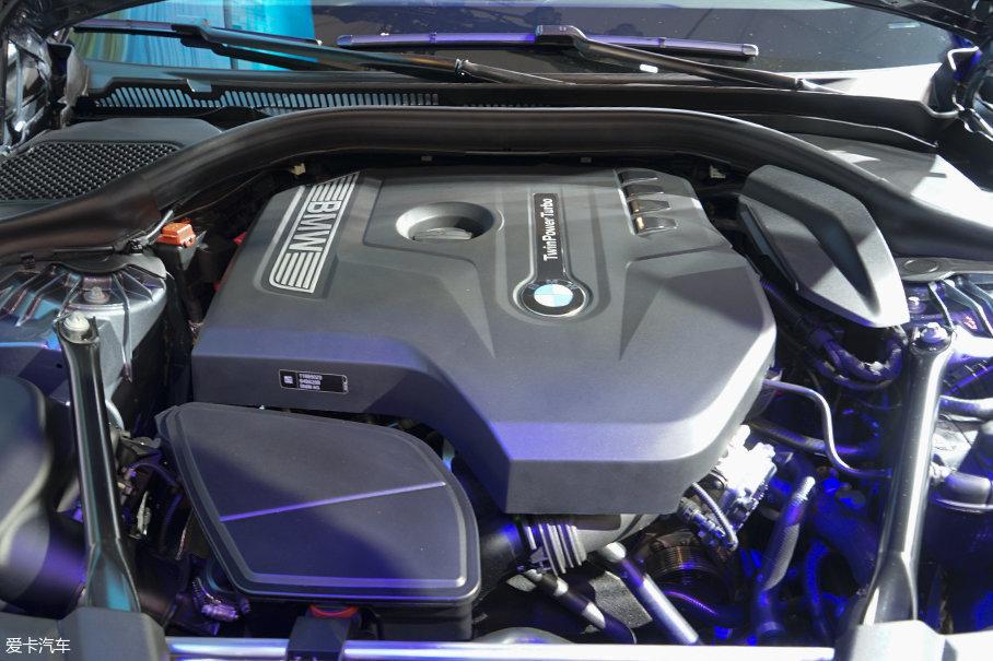 动力方面,全新宝马5系标准轴版车型搭载了不同功率调校的2.0T发动机和一台3.0T发动机。