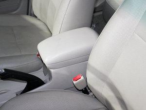 2010款比亚迪F3DM 前排中央扶手