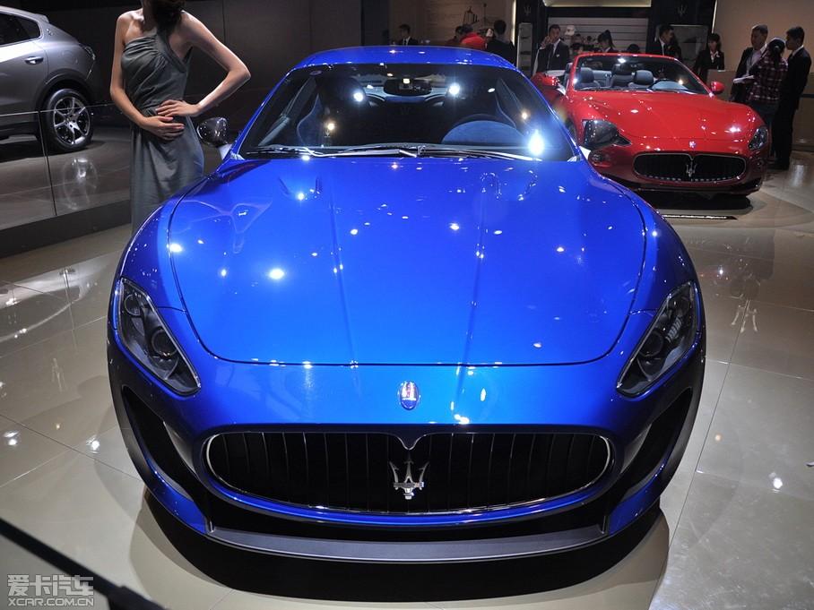蓝色的玛莎拉蒂跑车高清图片