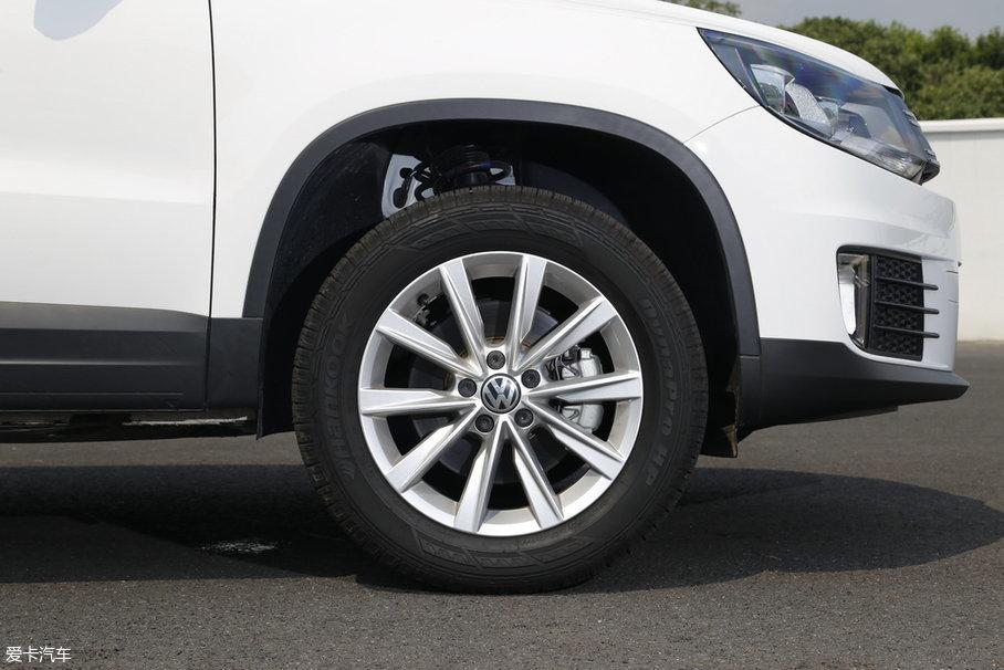 途观丝路版选用米其林Primacy LC博悦系列轮胎,轮胎规格为235/55 R17。