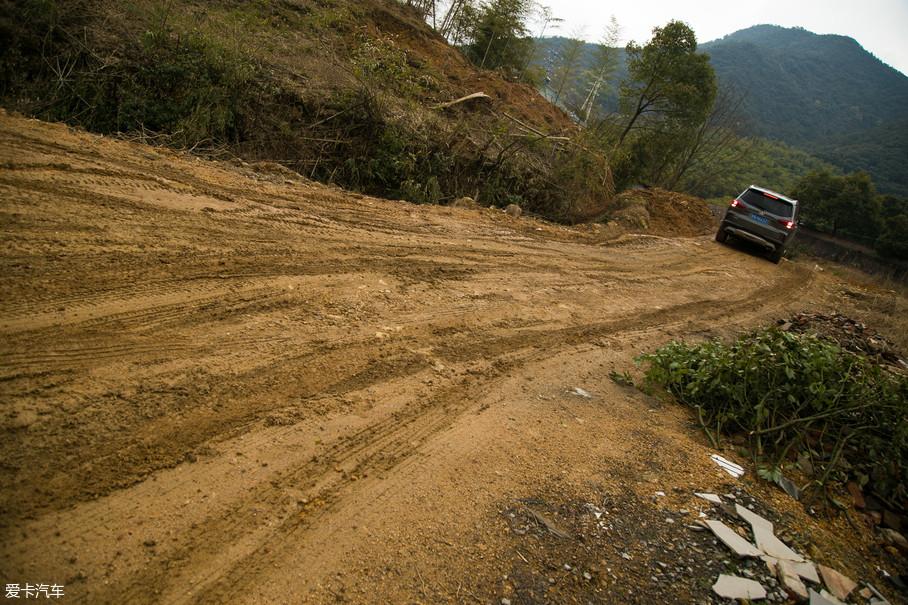 因为现在诸如莫干山这类国家风景区的开发程度已经很高,几乎已是清一