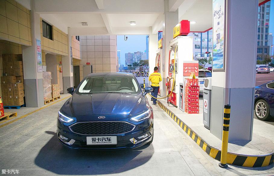 临近傍晚,我们回到了出发时的加油站,此时行驶里程达到了113km,平均车速29km/h。而车辆表显油耗为4.9L/100km,实测油耗为5.3L/100km。