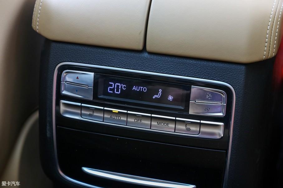 双区自动空调及后排座椅加热。
