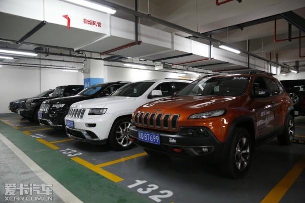 jeep调来了60余辆旗下最具越野能力的三款车型:   大切诺基 高清图片