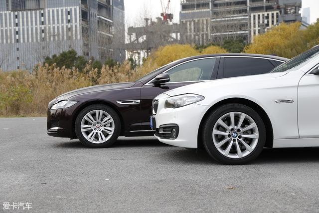 两车的发动机舱部分都比较长,设计之初都考虑到了6缸发动机的布置问题。轮胎部分,两车均采用了245/45 R18的多辐条铝合金轮圈,并搭配偏公路性能的运动型轮胎。