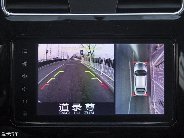 外,它还集成了360.全景影像系统,并提供倒车辅助线,倒车时十分