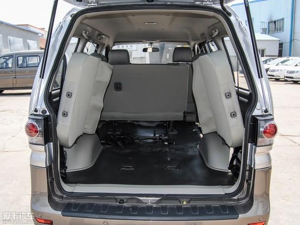 东风风行2015款菱智M3的第三排座椅可5/5分向侧面挂起-风行菱智全高清图片