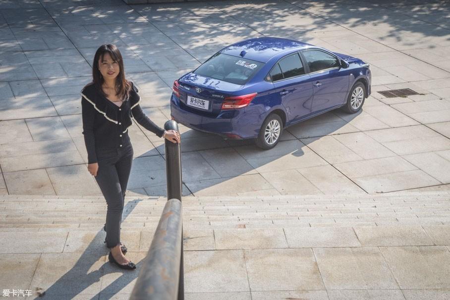 """易小姐:""""丰田品质""""也是我选择YARiS L 致享的原因之一,作为全球模范工厂,丰田的品牌质量是得到消费者肯定的。而广汽丰田工厂""""零缺陷率""""的最高评价足以见其可靠程度。"""