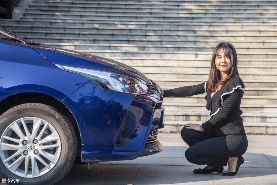 易小姐:购入YARiS L 致享前,我曾查阅过YARiS车型的历史,发现其从1999年至今,先后在欧洲、日本、澳大利亚、北美、中国等各主要汽车市场发售,至今已经销售超过了500万辆。也获得日本最佳车型奖、欧洲年度风云车大奖、全球十大最超值汽车、消费者最满意汽车等多项行...