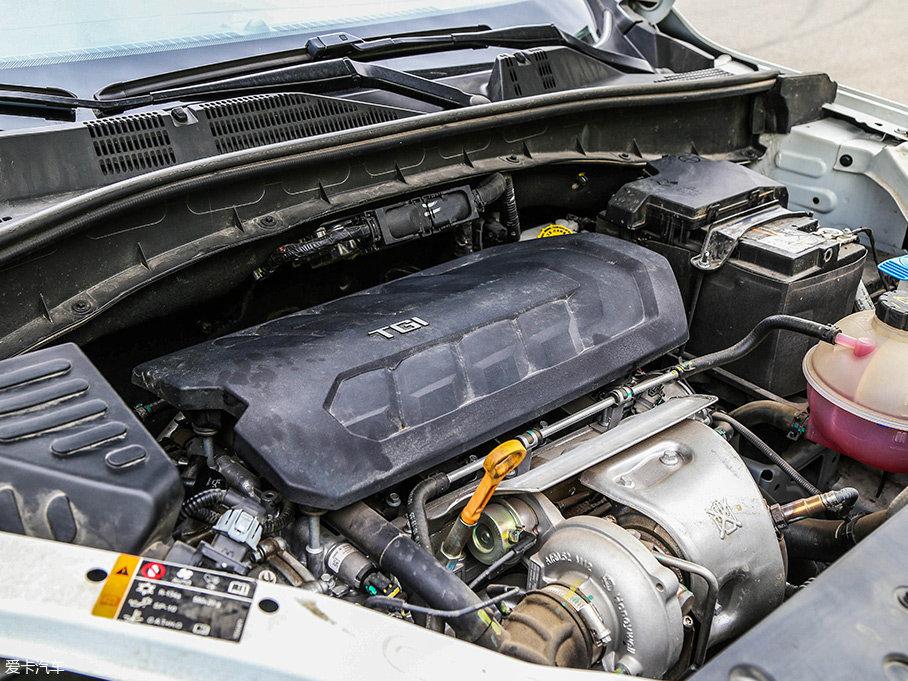 此次测试的RX5,配备了上汽自主研发的代号为MGE的2.0TGI涡轮增压直喷发动机,最大功率162kW(220Ps)/5300rpm,峰值扭矩350Nm/2500-4000rpm。此外,还提供一台1.5T发动机可选。