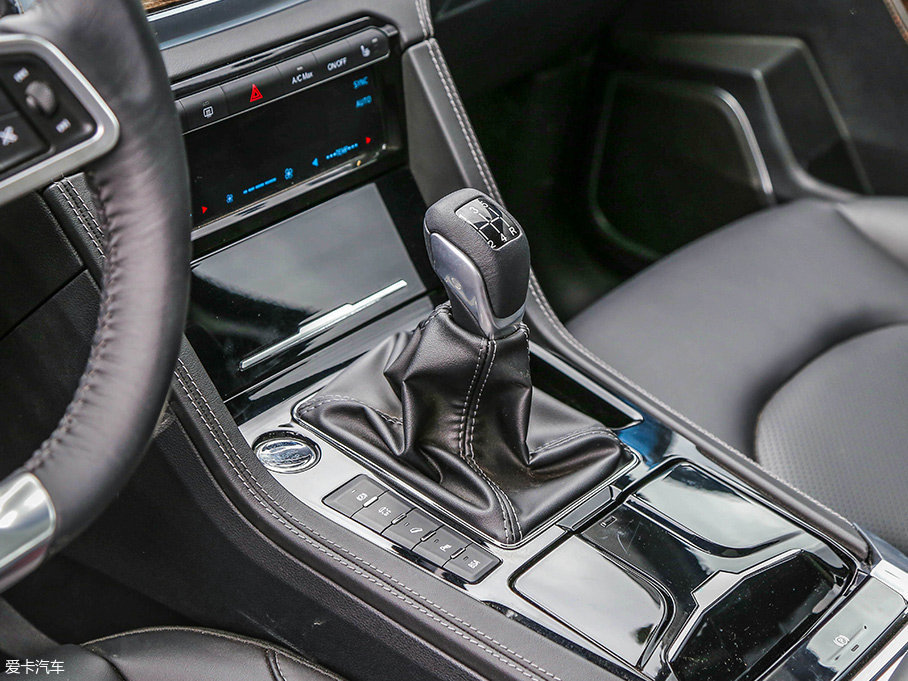传动系统方面,测试车辆匹配一台5挡手动变速箱。不过,自动挡车型已于5月份正式上市。