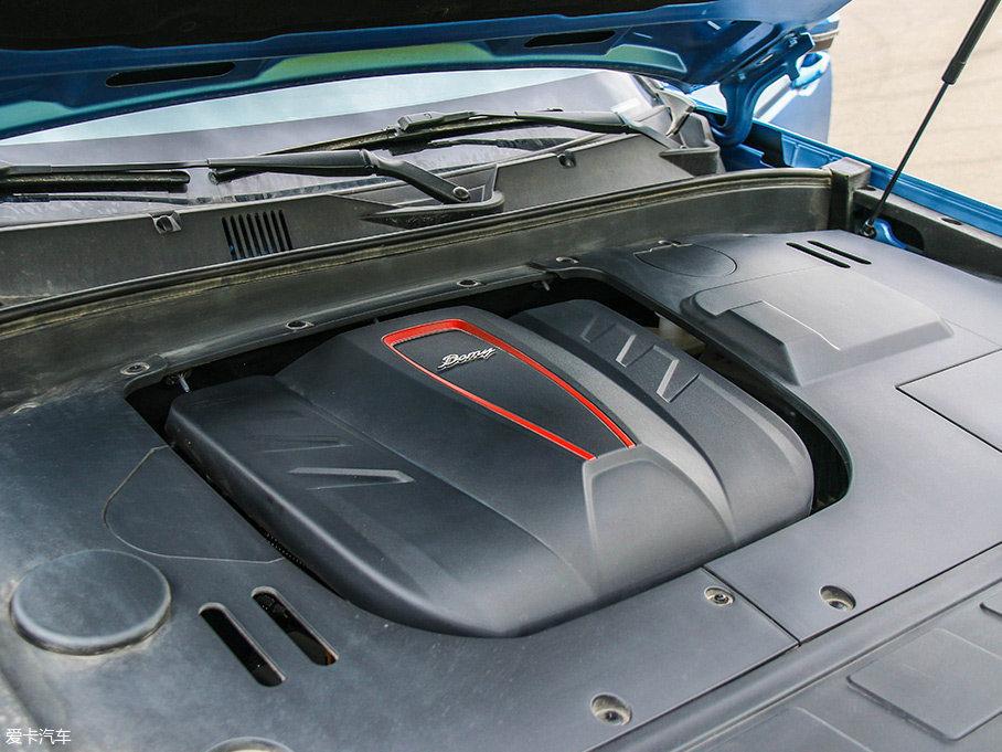 大迈X7则选择全系搭载一台1.8L涡轮增压发动机,其最大功率为130kW(177Ps)/5800rpm,最大扭矩为245Nm/2000-4000rpm。