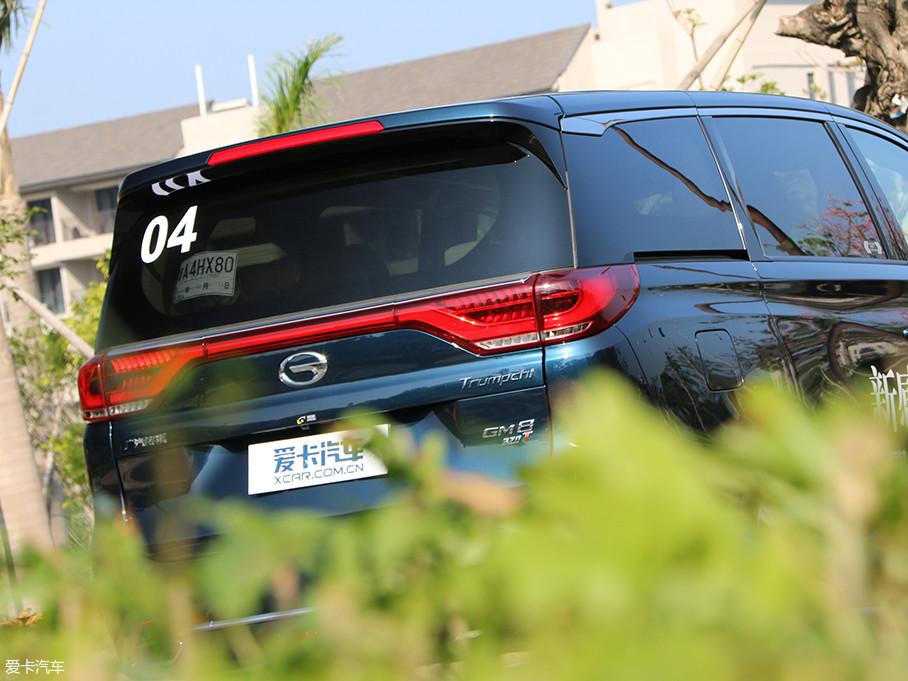 如意造型的横向贯穿式尾灯采用LED光源,在增加车尾辨识度的同时也极具视觉张力。