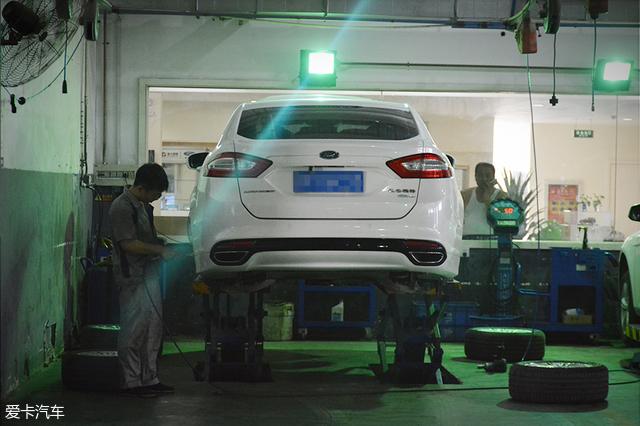为了让客户时刻关注到车辆保养维修的进度,庞大亚航福特4s店用透明