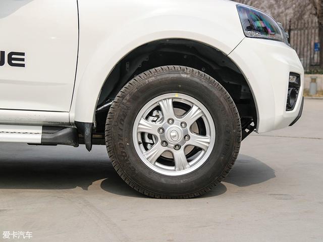 轮胎采用的是由杭州中策橡胶所制造的好运牌轮胎,其规格为235/70 R16。