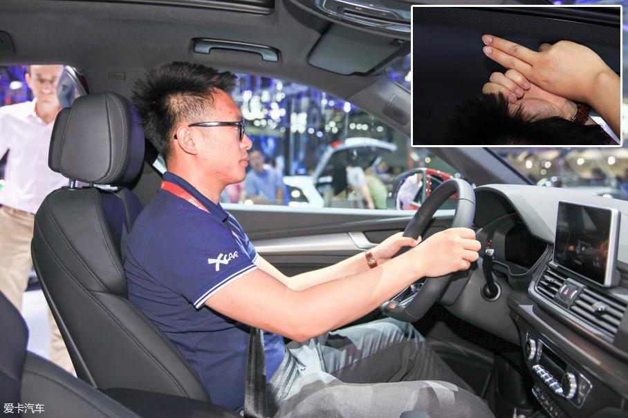 体验者身高178cm,坐进全新奥迪Q5L的前排并将座椅位置调至最低,此时头部剩余空间为一拳两指。