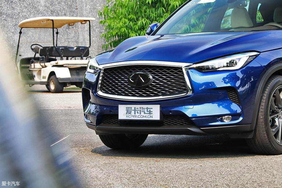 新车的进气格栅尺寸和徽标变得更大,为了隐藏自适应巡航传感器,徽标也由原来的立体式改为平面设计。