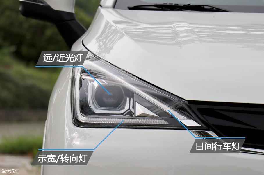 GE3全系标配了LED光源大灯与日间行车灯,三角形的设计简洁且时尚。