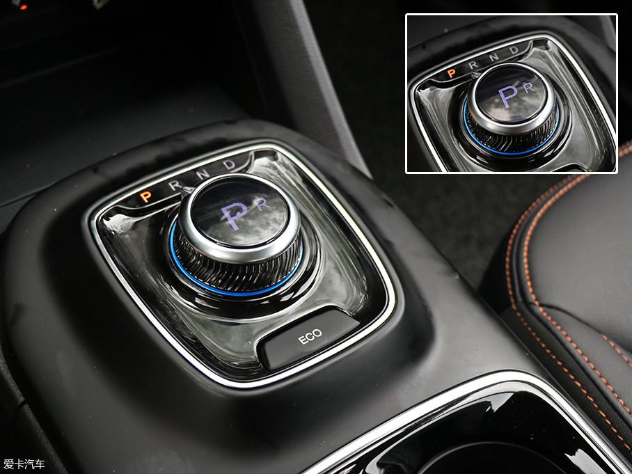 传动方面,与之匹配的是固定齿轮比的电动车单速变速箱,车内旋钮式挡杆上还可显示当前挡位。
