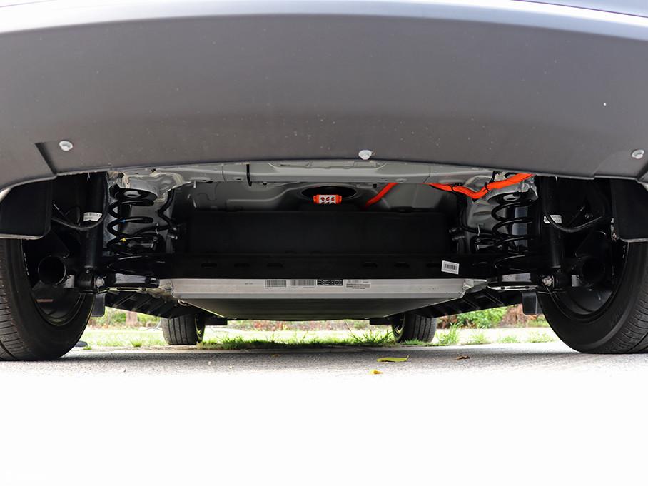 GE3采用了前麦弗逊式独立悬挂,后扭力梁式非独立悬挂,调校偏向舒适,能过滤掉大部分路面所产生的颠簸。