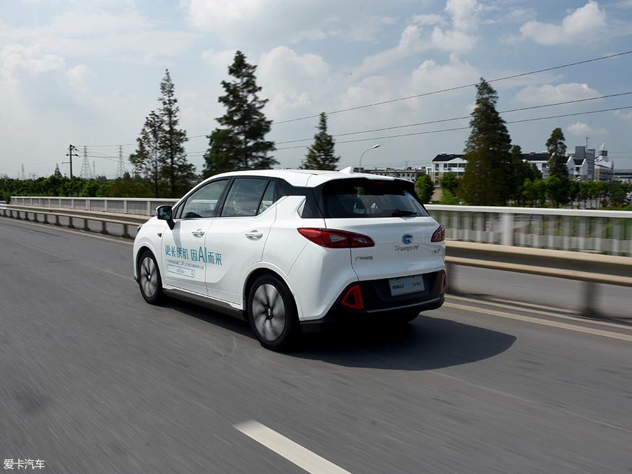 GE3对于噪音的抑制有不错的表现,由于电动车的缘故,车辆行驶中只有胎噪和风噪这两方面。该车将大部分噪音进行隔绝,提供了一个相对安静的车内环境。
