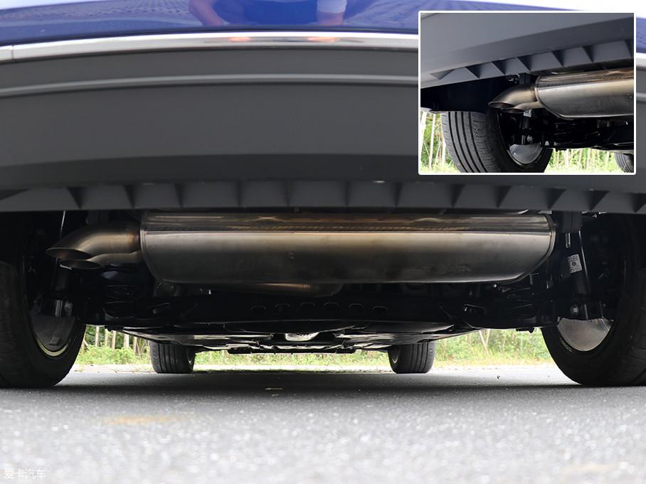 排气管则被隐藏于后杠之内.