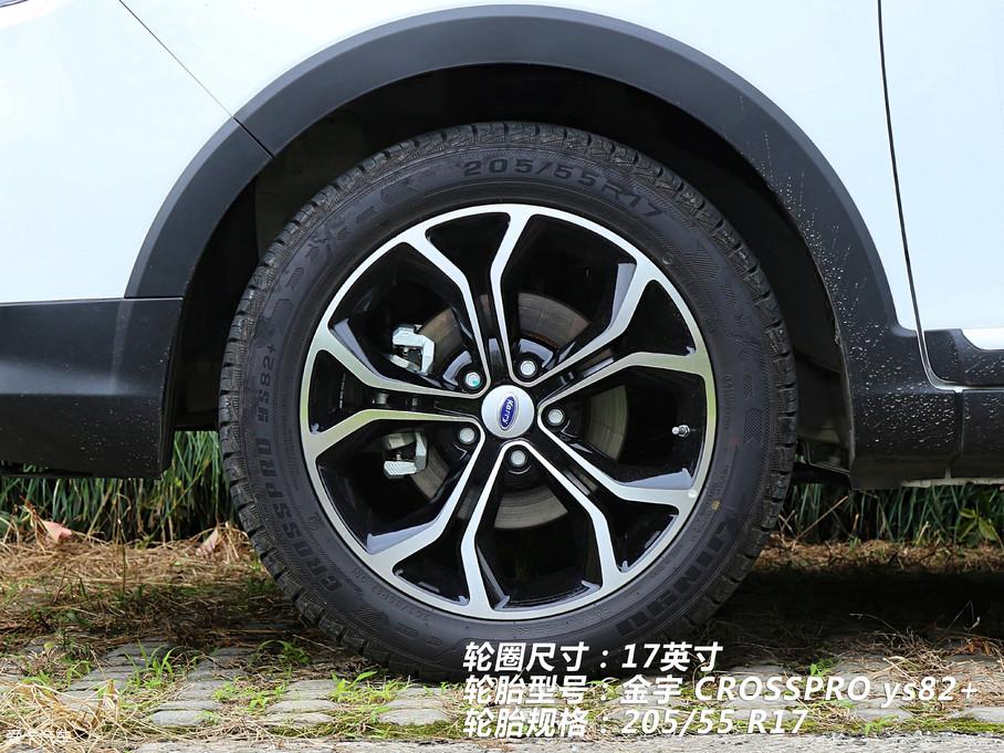 """17英寸花瓣状轮圈非常""""减龄"""",与之配套的是金宇 CROSSPRO ys82+轮胎,主打越野性能,规格为205/55 R17。"""
