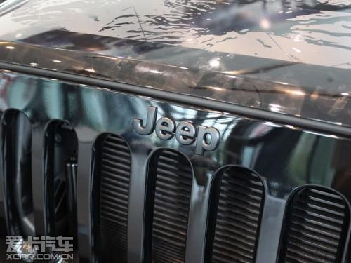 jeep大切诺基 一样,jeep牧马人梦十珍藏版车型也誓将黑色元素高清图片