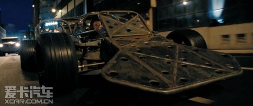 影片 伦敦/而在伦敦夜晚狂飙中反派使用的是特别定制的车型。