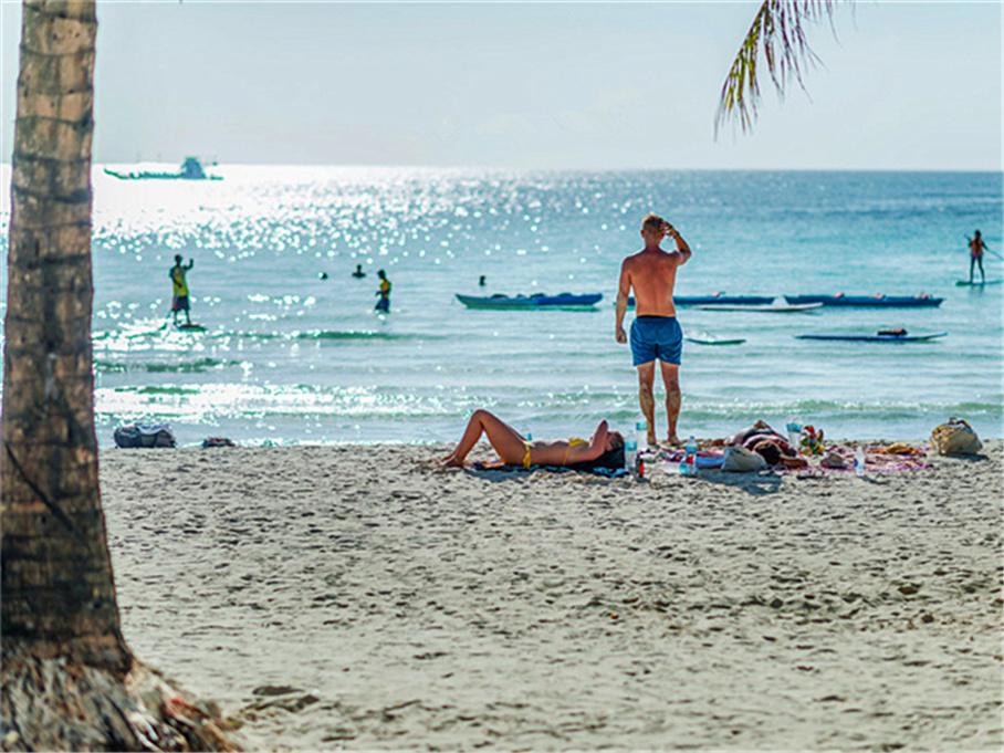 追逐落日风帆 看菲律宾长滩岛碧海蓝天